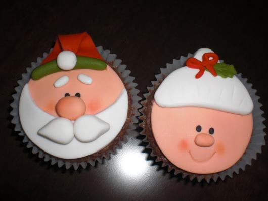 Cupcake de Natal aplique de pasta de leite em pó papai noel e mamãe noel