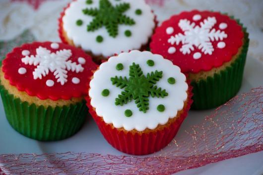 Cupcake de Natal aplique de pasta de leite em pó vermelho branco e verde