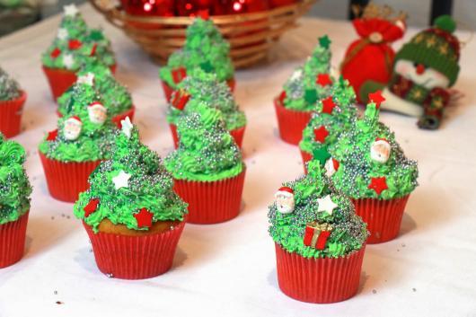 Cupcake de Natal decorado com árvore de chantillyy