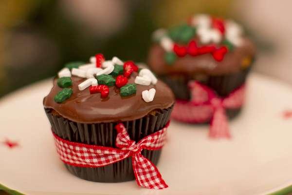 Cupcake de Natal decorado com brigadeiro