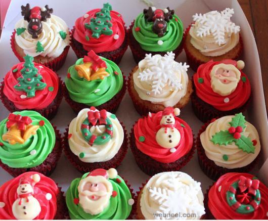 Cupcake de Natal com enfeite de pasta americana rena árvore de natal guirlanda e floco de neve
