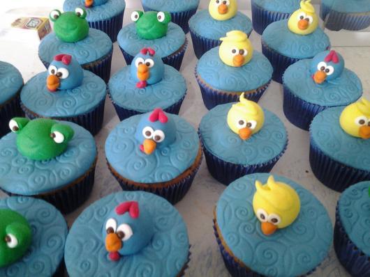 cupcake galinha pintadinha decorado com personagens