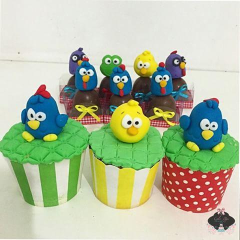 cupcake galinha pintadinha 3D com wrapper colorido