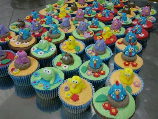 cupcake galinha pintadinha 3D na forminha comum