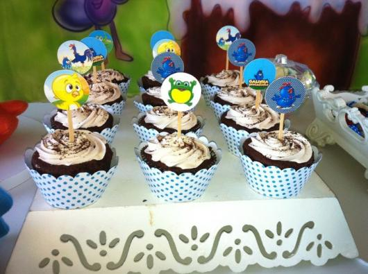 cupcake galinha pintadinha decorado com chantilly