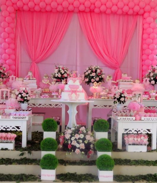 Festa Bailarina provençal com cortina rosa