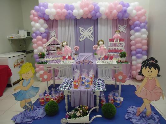 Festa Bailarina rosa e lilás com painel de tecido e arco de bexigas