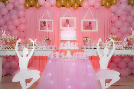Festa Bailarina baby com cortina rosa e porta retratos