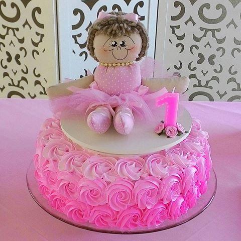 Festa Bailarina bolo rosa decorado com chantilly