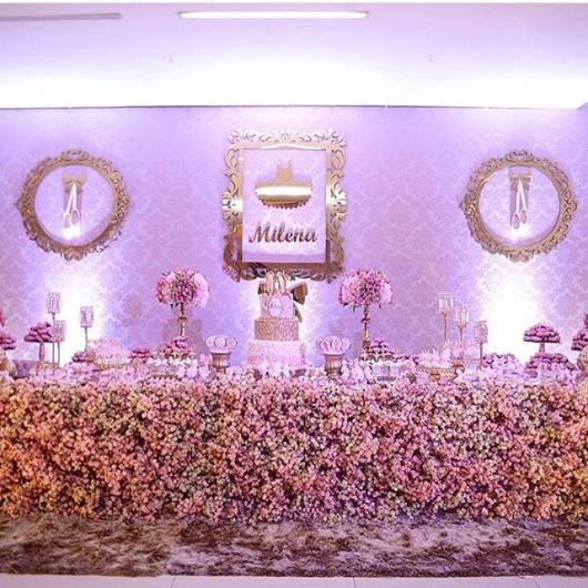 Festa Bailarina luxuosa com flores