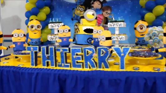 Festa dos Minions baby com painél decorado