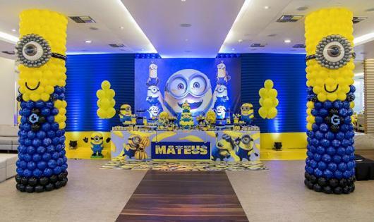 Festa Minions bexigas azuis e amarelas