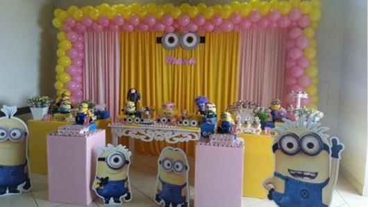 Festa dos Minions rosa com display