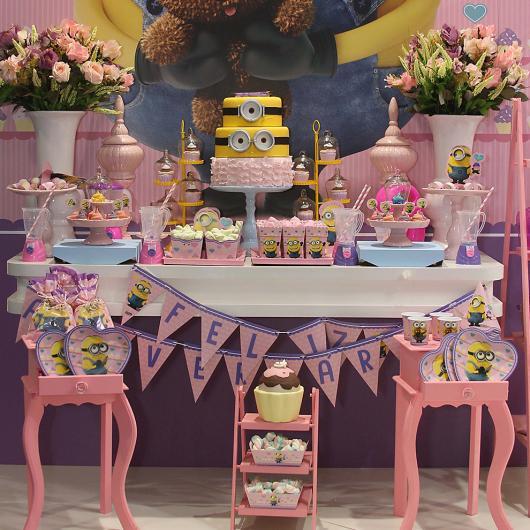 Festa dos Minions com provençal rosa