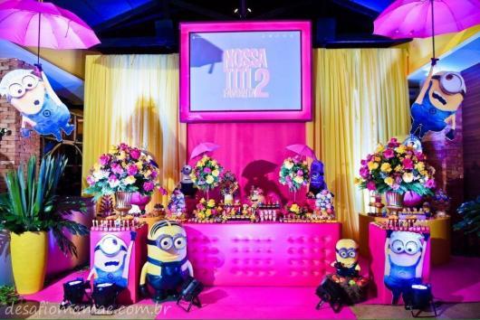 Festa dos Minions rosa com painél digital