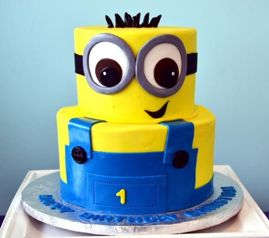 Festa dos Minions bolo 2 andares