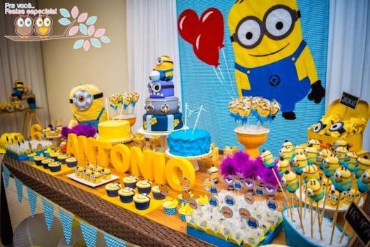 Festa dos Minions com painél personalizado