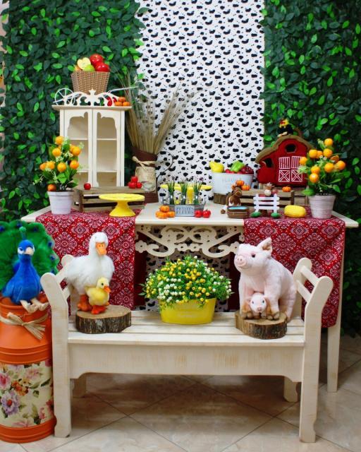 Festa Fazendinha silples com móveis preovençais