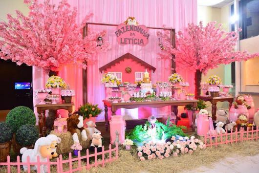 Festa Fazendinha rosa com árvore rosa