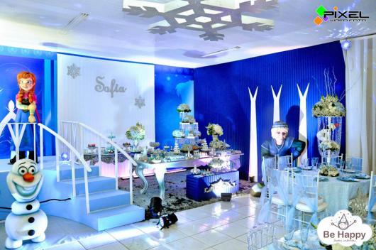 Festa Frozen luxuosa com teto decorado