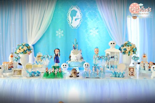 Festa Frozen de luxo com cortina