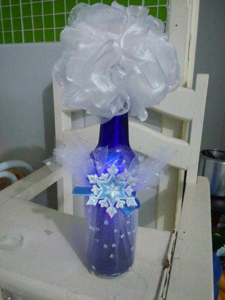 Festa Frozen centro de mesa feito com garrafa