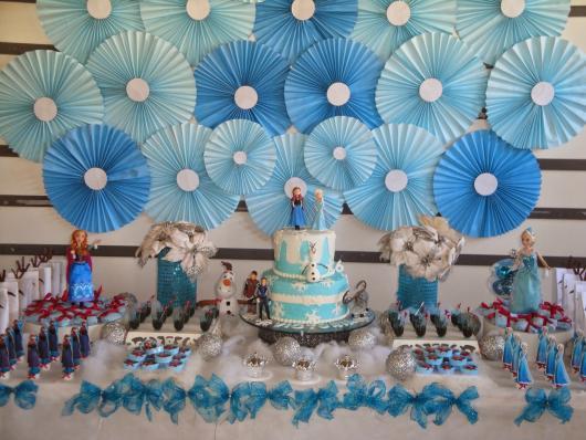 Festa Frozen enfeites criativos feitos com papel