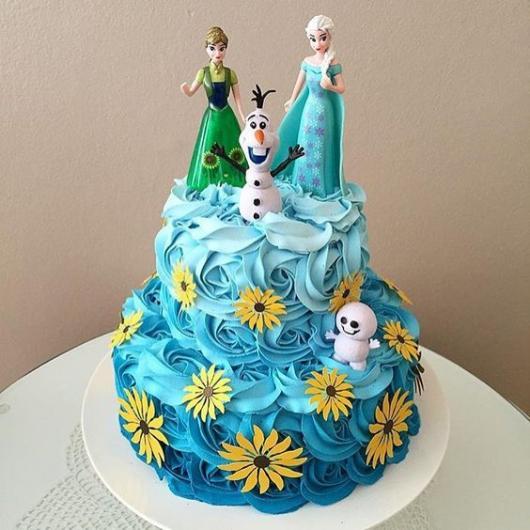 Festa Frozen bolo decorado com glacê e aplique de papel arroz