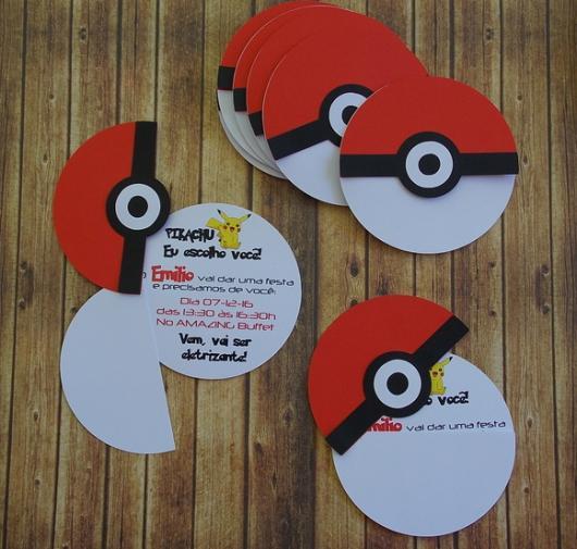 convite para festa Pokémon formato pokebola