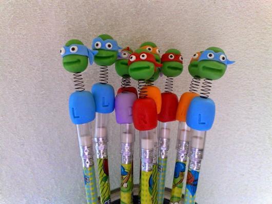 Festa Tartarugas Ninja lembrancinha de biscuit ponteira de lápis