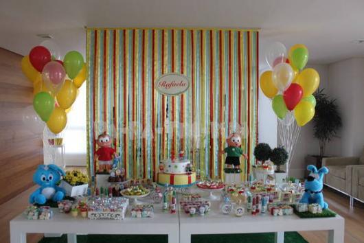 Festa Turma da Mônica simples com cortina de fitas