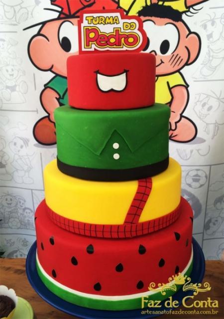 Festa Turma da Mônica bolo decorativo 4 andares vermelho amarelo e verde