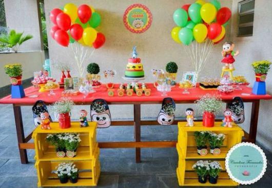 Festa Turma da Mônica simples com caixotes e bexigas