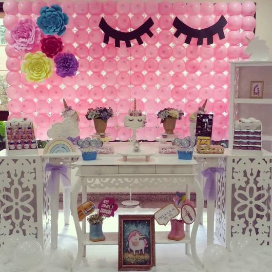Festa Unicórnio provençal com painél de bexígas rosa