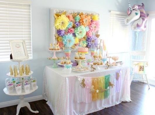 Festa Unicórnio simples com flores de papel