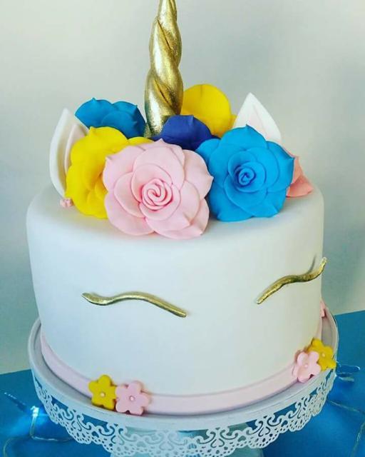 Festa Unicórnio bolo decorado com flores de pasta americana