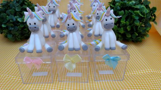 Festa Unicórnio lembrancinha caixinha de acrílico com aplique de biscuit