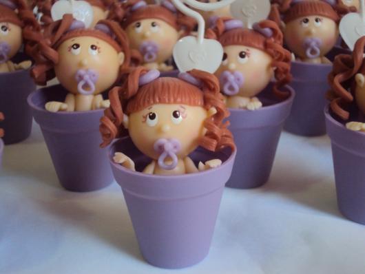Lembrancinhas de Biscuit para maternidade bebê dentro do vasinho