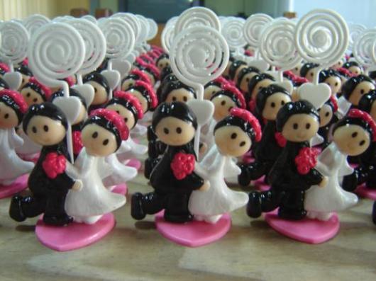 Lembrancinhas de Biscuit para casamento porta bilhete de noivinhos