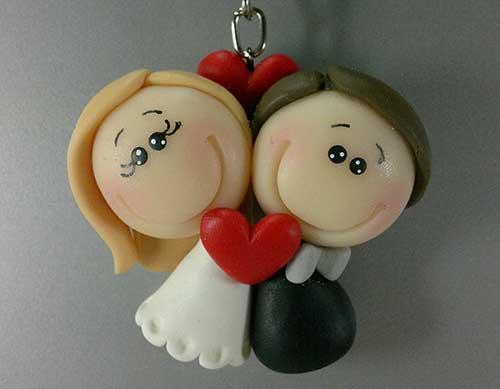 Lembrancinhas de Biscuit para casamento chaveirinho de noivinhos