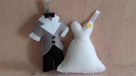 Lembrancinhas de Feltro ropinhas dos noivos