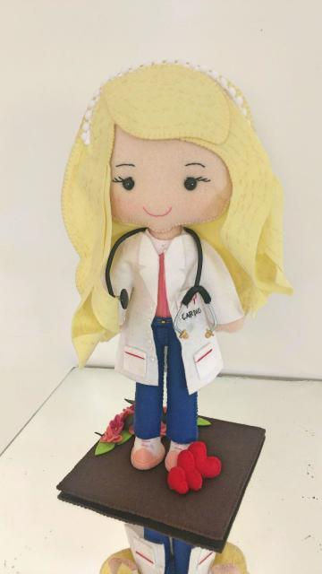 Lembrancinhas de Feltro para formatura mini médica