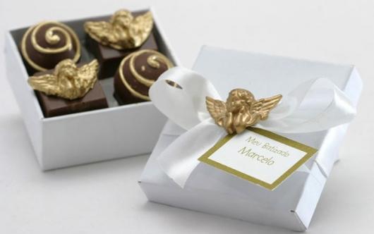 Lembrancinhas para padrinhos de batismo chocolate com aplique de anjinho