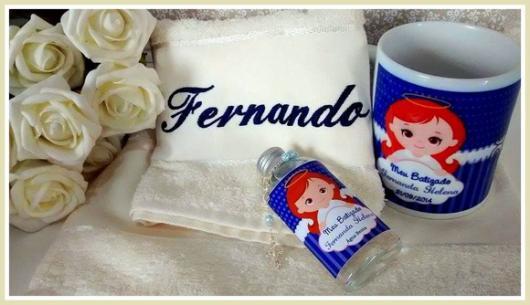 Lembrancinhas para padrinhos de batismo kit com xícara personalizada toalhinha com nome e água benta