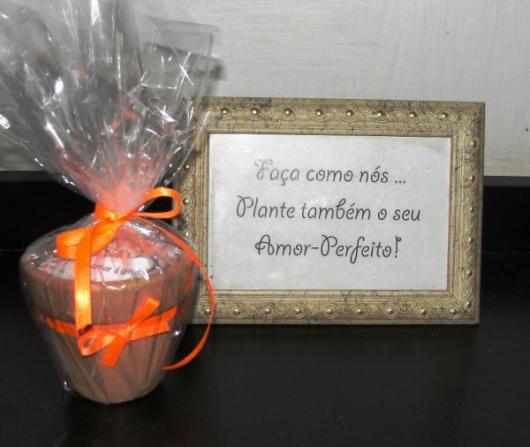 Lembrancinhas para Padrinhos de Casamento barata porta retrato e vasinho com doces