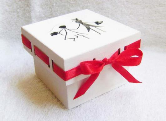 Lembrancinhas para Padrinhos de Casamento caixa de MDF branca com laço vermelho