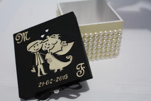 Lembrancinhas para Padrinhos de Casamento cixa de MDF com pérolas
