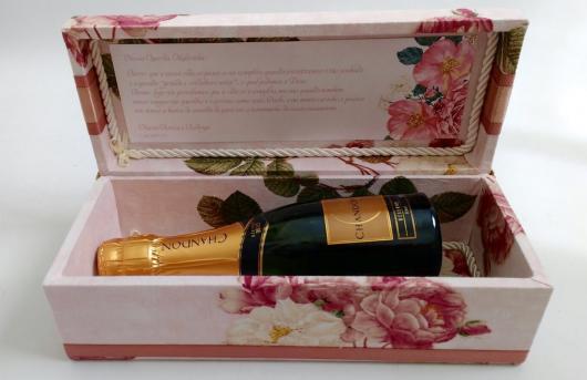Lembrancinhas para Padrinhos de Casamento champagne para madrinha em uma caixa de MDF rosa