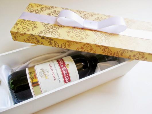 Lembrancinhas para Padrinhos de Casamento caixa decorada com carrafa de champagne