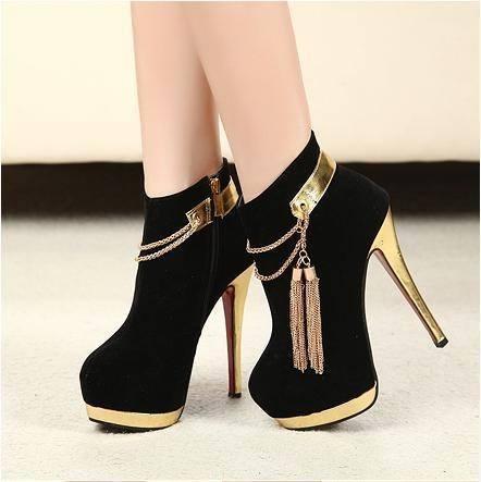 Presentes Criativos para Namorada sapato salto preto e dourado